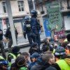 """Paryžiaus policija sulaikė mažiausiai 12 """"geltonųjų liemenių"""""""