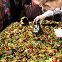 Garsi virtuvės šefė sukūrė valgomą lietuviško miško gamtovaizdį