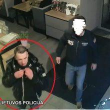 Policija prašo padėti rasi butą Senamiestyje apšvarinusį vyrą