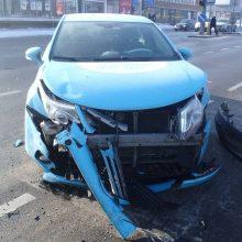 Į avariją Savanorių prospekte pakliuvo taksi automobilis, yra sužeistųjų