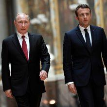 Naujasis Prancūzijos prezidentas susitiko su V. Putinu