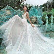 Nuotakos suknelės paieška: kaip suspindėti prie altoriaus