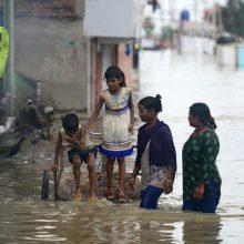 """""""Caritas"""" ragina žmones aukoti potvynių nuniokotai Indijai"""