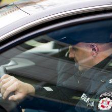 Girtą vairuotoją policija stabdė šūviais ir elektrošoku