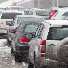 Situacija keliuose: pagrindiniai – sausi, rajoniniuose yra slidžių ruožų