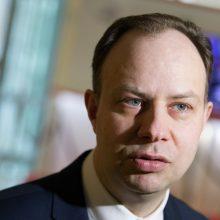 Ministras žada aiškintis, kodėl kai kuriems medikams nepakeltos algos