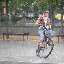 Orai: lietūs Lietuvą praus visą savaitgalį
