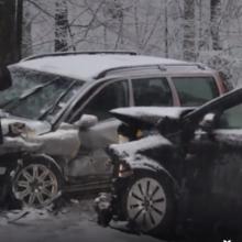 """Avarija Šilo gatvėje: """"Volvo"""" – kelkraštyje, mersedesas – skersai kelio"""