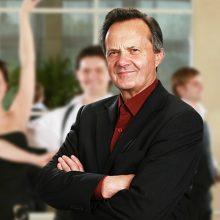 Pažeista akis šokių mokytojui T. Petreikiui netrukdo suktis ant parketo