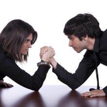 Vyrai ir moterys iš prigimties mąsto vienodai, tik auklėjimas juos atskiria?