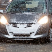 Kelininkai perspėja: eismo sąlygas sunkina snygis