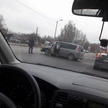 Avarija Petrašiūnuose: vienas vairuotojas išvežtas į ligoninę