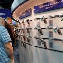 JAV mokytojai ginkluojasi: klasėse jaučiasi nesaugūs