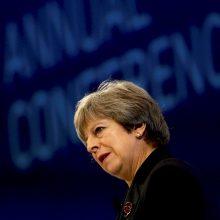 """Britanijos premjerė nesitaikstys su pastangomis blokuoti """"Brexit"""""""