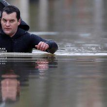 Prancūziją toliau merkia lietus, kyla Senos upės vanduo Paryžiuje