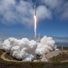 """""""SpaceX"""" raketa gabena į TKS išmanų robotą ir stiprios kavos"""