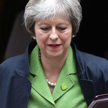 """Th. May išvengė sutriuškinimo parlamente per balsavimą dėl """"Brexit"""" įstatymo projekto"""