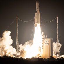 """Jubiliejus: į kosmosą 100-ąjį kartą pakilo Europos nešančioji raketa """"Ariane 5"""""""