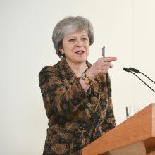 """Britų premjerė įspėja apie antro """"Brexit"""" referendumo organizavimo žalą"""