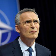 NATO vadovas paragino Makedoniją išspręsti ginčą su Graikija dėl šalies vardo