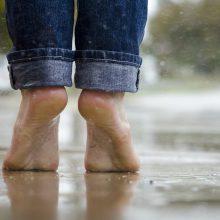 Dar džiaugsimės vasariška šiluma, tačiau gali tekti sušlapti ir kojas