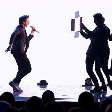 J. Brūzga į eurovizinę sceną lipa su žmona: dainuodama su manimi ji jaudinasi labiau