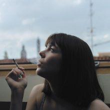 Nauji draudimai: rūkyti balkonuose ir stotelėse bus galima tik su viena sąlyga