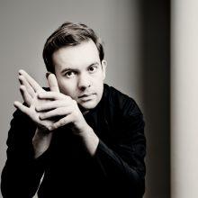 Į Lietuvą atvykstantis pianistas E. Božanovas tiki muzikos magiška galia