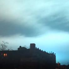 Dangų nudažęs sprogimas pakurstė pokštus apie ateivių invaziją