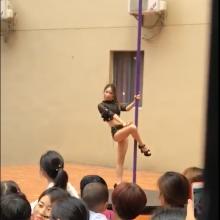 Nekasdienė Rugsėjo 1-oji: vaikų darželyje – šokis ant stulpo