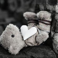 Vilniuje sunkiai sužalota į kelią išbėgusi pusantrų metų mergaitė
