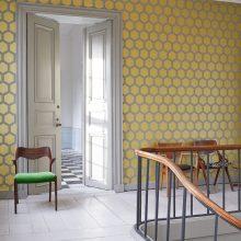 """Kuo žinomi mados dizaineriai siūlo šiemet """"aprengti"""" kambarį?"""