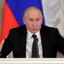 D. Britanijos vyriausybė kaltina Rusiją įvykdžius keturias kibernetines atakas