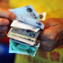 """Parlamentarai: Britanija """"pro pirštus"""" žiūri į """"nešvarius"""" Rusijos pinigus"""