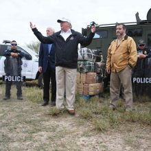 JAV pratęsė karių dislokavimą prie Meksikos sienos