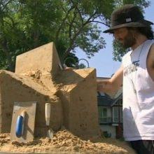 Juodkrantė pasipuoš smėlio skulptūromis, pasakojančiomis kuršininkų sakmes