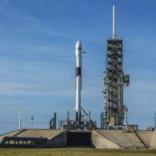 """""""SpaceX"""" atidėjo naujos kartos raketos paleidimą"""