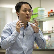 Kinų mokslininkas teigia sukūręs pirmuosius pasaulyje kūdikius redaguotais genais