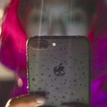 Paaiškino, kaip susijęs lietaus ir naujo telefono kvapas