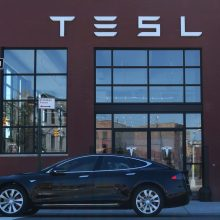 """Norintiems ateityje įsigyti """"Tesla"""" elektromobilius – pokyčiai"""
