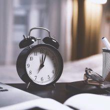 Europos Komisija vėl svarstys, ar būtina spalį ir kovą sukioti laikrodžius