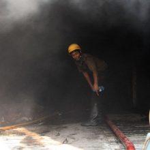 Indijoje per gaisrą pirotechnikos priemonių fabrike žuvo devyni darbininkai