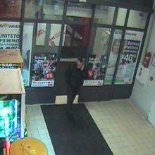 Dingo bankomate išgryninti ir palikti pinigai (policija prašo pagalbos)