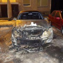Tiriant pareigūno automobilio padegimą, išaiškintas ir narkotikų platinimas