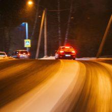 Kelininkai ragina vairuoti atsargiai: vietomis – sniegas ir plikledis