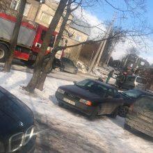 Šančiuose – dviejų mašinų avarija, vienas žmogus ligoninėje