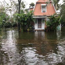 """Susilpnėjusi """"Irma"""" kelia rekordinį potvynį Džeksonvilyje"""