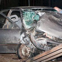 Automobilis magistralėje nukrito nuo viaduko: girtas vairuotojas – laimės kūdikis