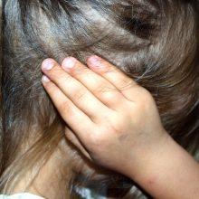 Visi prieš vaikus smurtavę artimieji – neblaivūs