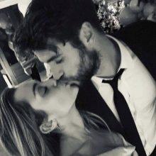 Dainininkė M. Cyrus slapta susituokė su aktoriumi L. Hemsworthu?